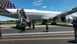 امریکی ایئر پورٹ پرلینڈنگ کے دوران طیارہ پھسلنے سے متعدد افراد زخمی ہوگئے
