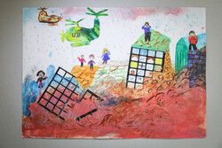 معرض رسومات الاطفال المنكوبين جراء السيول الاخيرة في ايران / صور