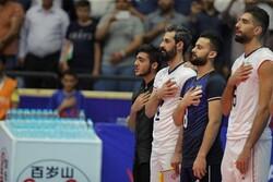 حاشیه بازی ایران با روسیه/ جیمی جامپی که کنار بازیکنان ایستاد