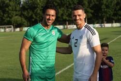 دیدار بازیکن استقلال با فرهاد مجیدی در تمرین تیم امید
