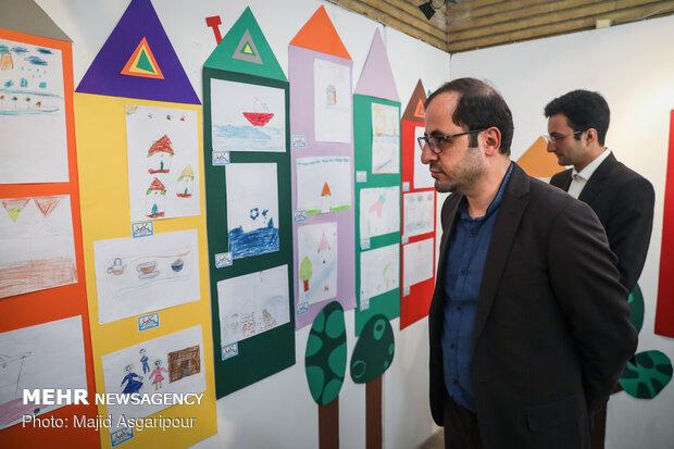 معرض رسومات الاطفال المنكوبين جراء السيول الاخيرة في ايران