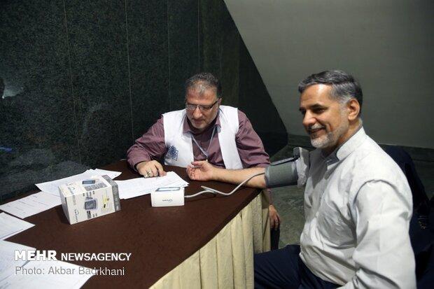 سنجش فشار خون نمايندگان مجلس