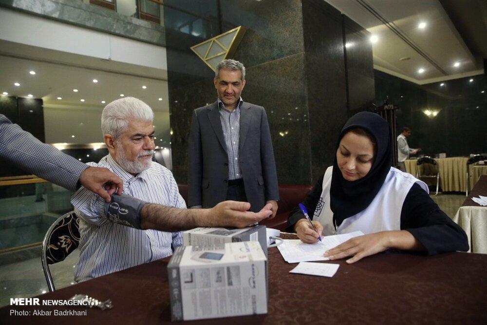 سنجش فشار خون نمایندگان مجلس