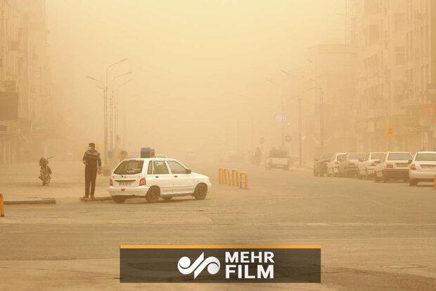 گرد و خاک و وزش باد در مرکز ایران