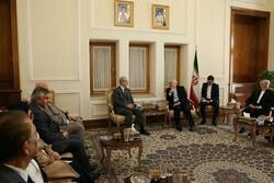 ظريف يجري مباحثات مع وفد برلماني عراقي
