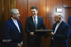 Iranian Oil Minister Bijan Namdar Zanganeh (right) met with Russia's Energy Minister Alexander Novak (middle) in Tehran on Monday