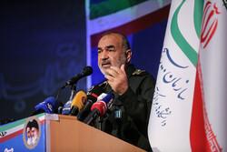 تہران میں انقلاب اسلامی تراز کے قومی استاد کے اعزاز میں تقریب منعقد