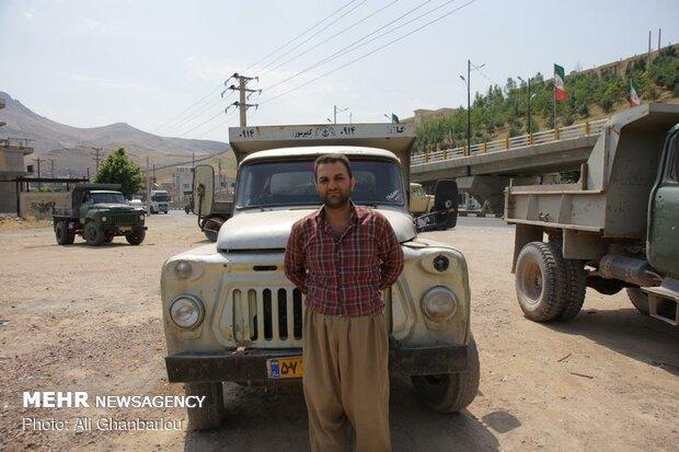 İran'da eski kamyonlar