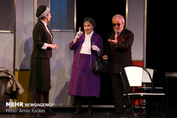 "Carriere's absurd comedy ""Terrace"" stages in Tehran"