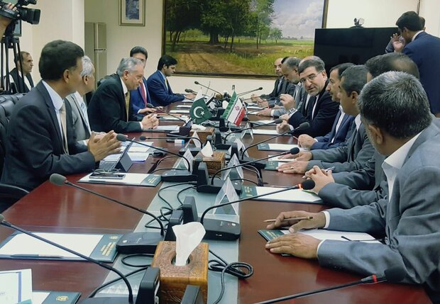 Pakistan stresses removing non-tariff barriers in trades with Iran