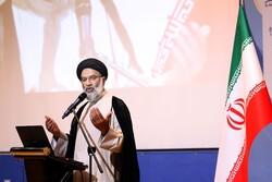 انقلابی بودن یکی از خصایص مهم مسئول مسلمان است