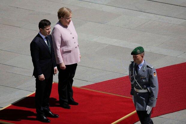 VIDEO: Merkel visibly shakes during national anthem