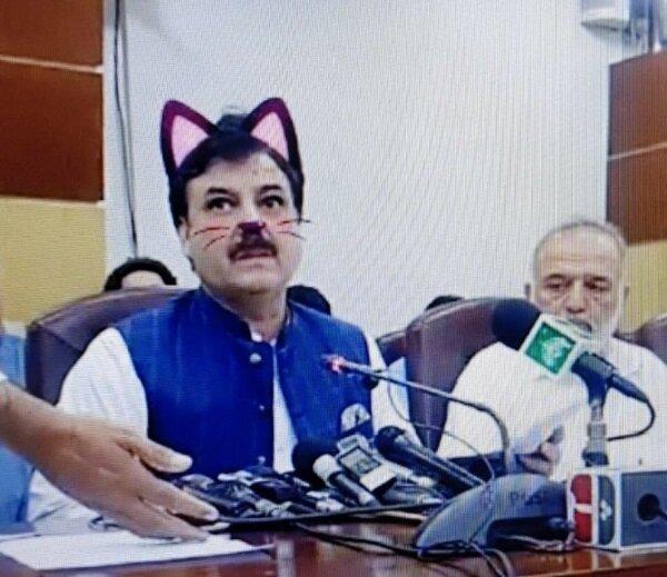سیاستمدار پاکستانی در دام فیلترهای کارتونی افتاد!