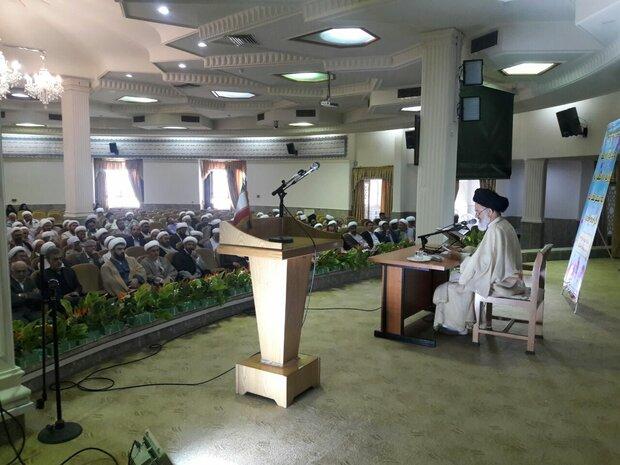 جاذبههای مساجد برای حضور جوانان تقویت شود