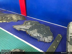 صور من اجزاء الطائرة الأمريكية بعد اسقاطها