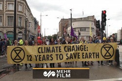 VIDEO: Protesting against air pollution crisis in London