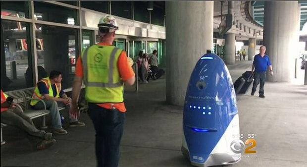 ربات پلیس در خیابان ها گشت زنی می کند