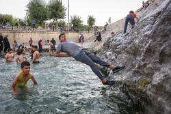 """Vatandaşlar sıcak havada """"Çeşme-i Ali"""" pınarına akın ettiler"""