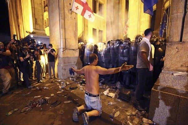Gürcistan'daki protestodan görüntüler