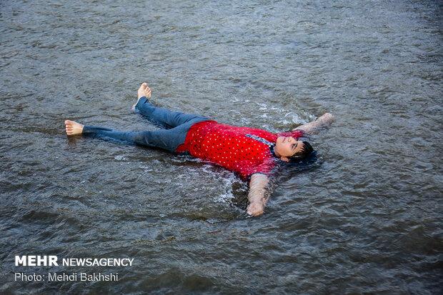 استجمام صيفي في نهر قم/