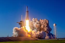 موشک فالکون هوی خاکستر ۱۵۲ نفر را به فضا می برد