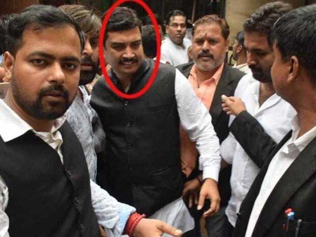 بھارت میں رکن اسمبلی نے خود کو پولیس کے حوالے کردیا
