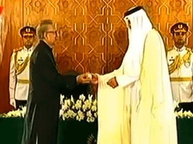 """پاکستانی صدر نے امیر قطر کو""""  نشان پاکستان """" سے نواز دیا"""