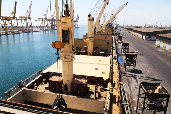 افزایش ۲۵۰ میلیون تنی بنادر تجاری / ۲۰ هزار عملیات پهلودهی باری