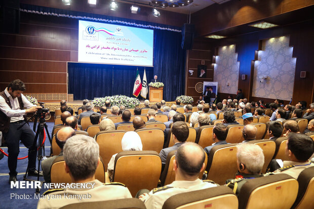Zarif in fighting illegal drugs conf.