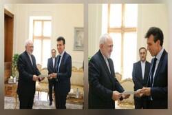 السفير الإيطالي يسلم نسخة من أوراق اعتماده إلى ظريف