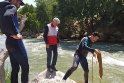 نجات جان ۴ نفر از غرق شدن در آبشار «بیشه» توسط جمعیت هلالاحمر
