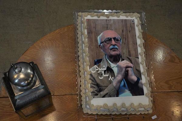 جشن تولد کامران شیردل برگزار شد/ مردی که سرطان را به زانو درآورد