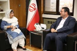 Iranian Industry, Mining and Trade Minister Reza Rahmani (R) and Pakistani Ambassador to Tehran Riffat Masood met in Tehran