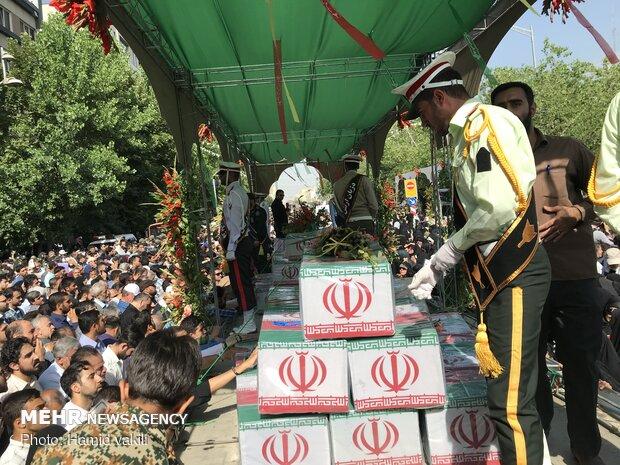 تشييع رفات 150 شهيدا من شهداء الدفاع المقدس في طهران