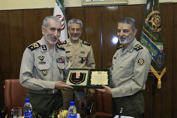 سرلشکر موسوی از پنج فرمانده پیشکسوت ارتش تجلیل کرد