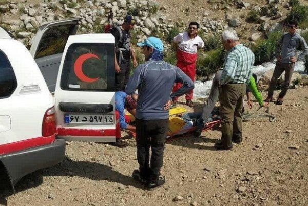 انتقال جسد کوهنورد سقوط کرده از ارتفاعات کوه بزقوش سراب