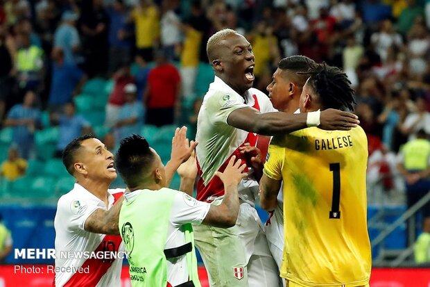 دیدار تیم های ملی فوتبال اروگوئه و پرو