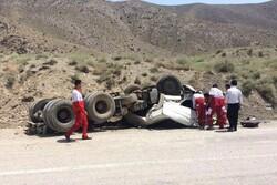 واژگونی تریلی نفت کش جاده دهلران-مهران را مسدود کرد