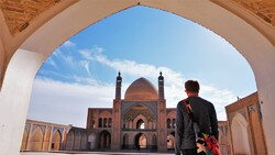 File photo: A foreign traveler visits the historical Agha Bozorg Mosque in Kashan, central Iran.