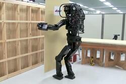 رباتی که ساختمان سازی می کند