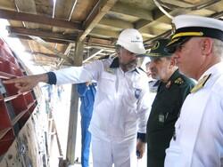 بازدید امیر خانزادی و سردار شادمانی از کارخانجات نیروی دریایی ارتش