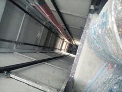 نجات معجزه آسای جوان ۲۵ ساله پس از سقوط در چاهک آسانسور