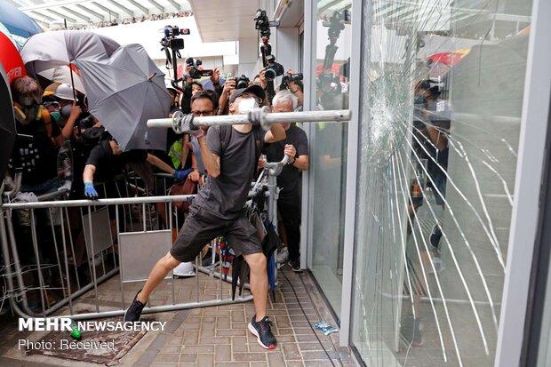 ادامه ناآرامیها در هنگکنگ/ساختمان خبرگزاری شینهوا هدف قرار گرفت