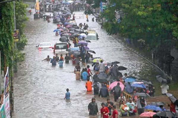 ممبئی میں موسلا دھار بارش/ 18 افراد ہلاک
