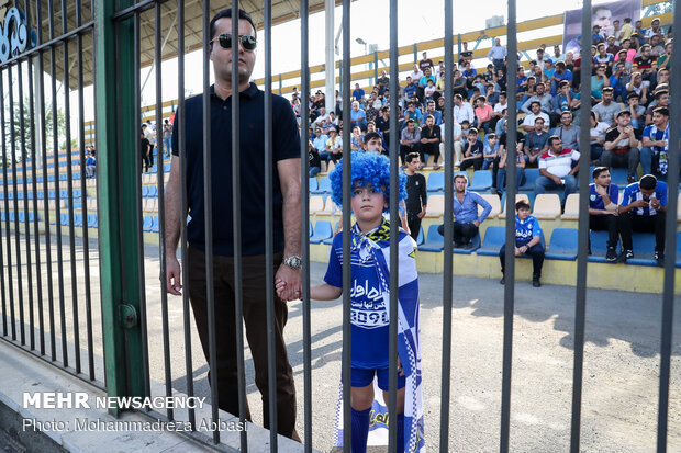 Esteghlal's first public training session under Stramaccioni