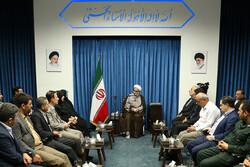 رئیس مرکز ملی فرش ایران با امام جمعه قزوین دیدار کرد