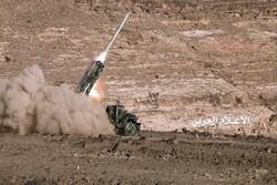 """صاروخ """"نكال"""" يستهدف تجمعات الغزاة والمرتزقة بمأرب"""