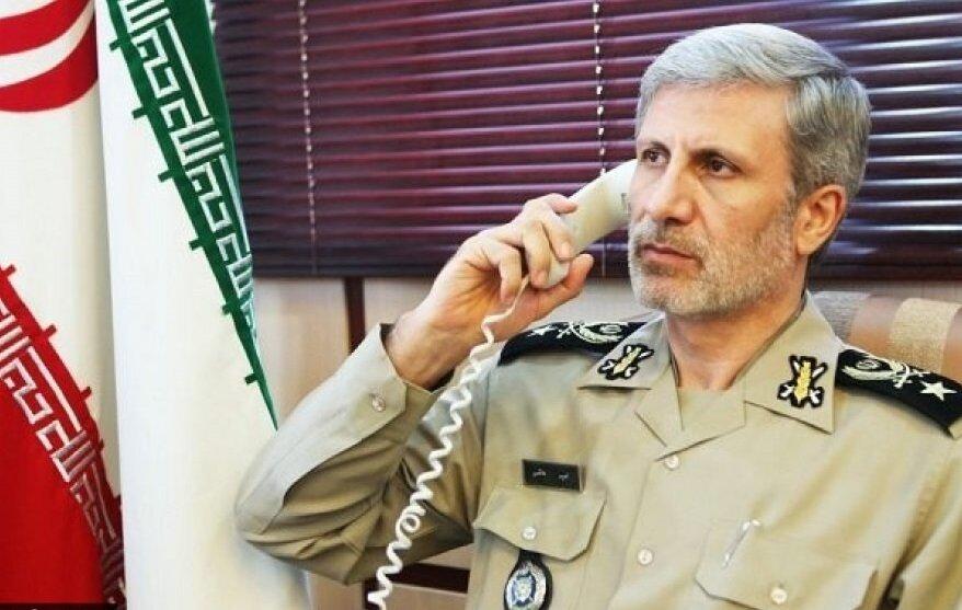وزير الدفاع الايراني يصف زيارة الاربعين بشوكة في اعين الاعداء