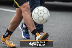 ۵ کیلومتر روپایی با توپ فوتبال