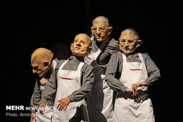 """عرض مسرحية """"الخبز""""في طهران / صور"""